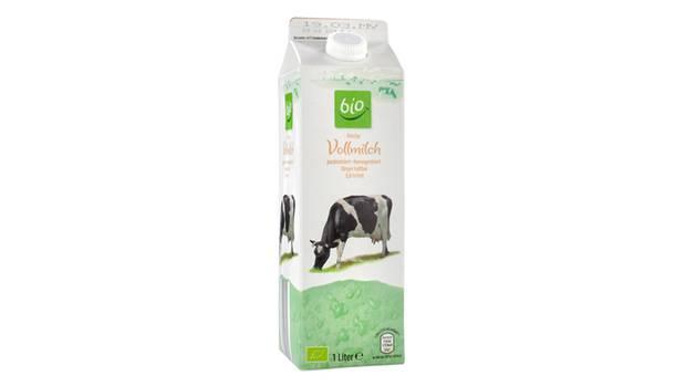 """Aldi Süd: Bio Frische Vollmilch    In puncto Unternehmensverantwortung schnitten Aldi und andere Discounter bestenfalls mit """"befriedigend"""" ab, da sie den Lieferanten kaum Vorgaben zu Produktionsbedingungen machen. Diese Bio-Milch profitiert allerdings von ihrer Herkunft von von Arla Foods (s. nächste Milch im Test). Außerdem: beste Note im Test für die Qualität.  Tierhaltung: (Frei)Laufstall und Weidegang    Unternehmensverantwortung: befriedigend  Qualität: 1,7  Geschmack: 1,5  Leichte Sahnenote in Geruch und Geschmack. Schmeckt komplex. Im Mund leicht belegend, leicht vollmundig.  Preis pro Liter: 1,09 Euro"""