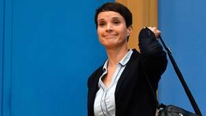 Frauke Petry nimmt ihre Sachen und verlässt Pk und Fraktion der AfD nach der Bundestagswahl