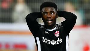 Manfred Osei Kwadwo ist konsterniert - der 1.FC Kaiserslautern geht bei Union Berlin unter