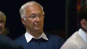 Martin Patzelt, Kandidat der CDU im Wahlkreis Frankfurt (Oder) und Landkreis Oder-Spree, während der ersten Hochrechnungsergebnisse.