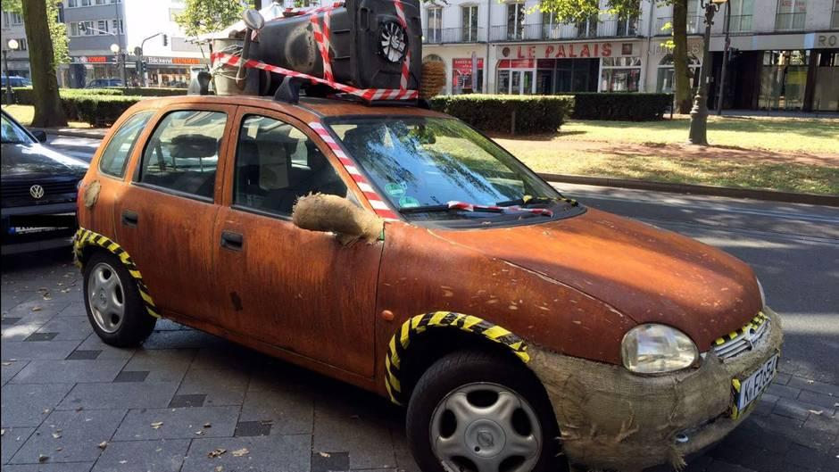 """Die skurrile Ebay-Auktion von Opel-Corsa """"Rosti"""" sorgt für viel Aufmerksamkeit."""