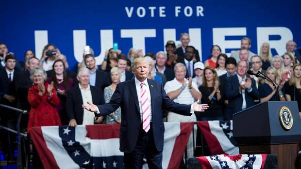 Donald Trump trommelt für Luther Strange