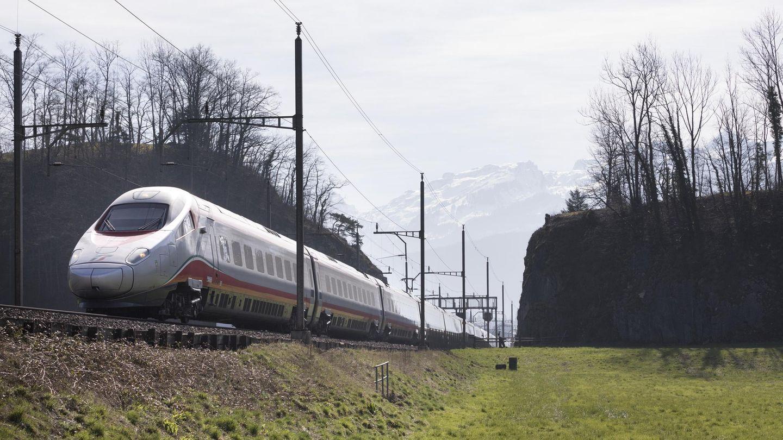 Ein Zug der französischen Firma Alstom, die mit Siemens fusionieren wird