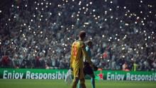 Champions League: Die Fans von Besiktas Istanbul erleuchten das Stadion mit ihren Smartphones