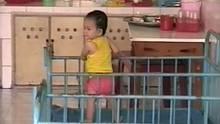 2001 imThan Binh Waisenhaus in Ho Chi Minh City: Nhan lebt bereits 18 Monate hier, als die Ellguths den kleinen Jungen adoptieren.