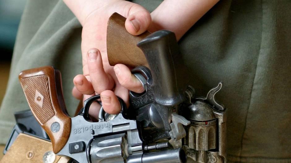Kleinkind verletzt Spielkameraden mit Schusswaffe