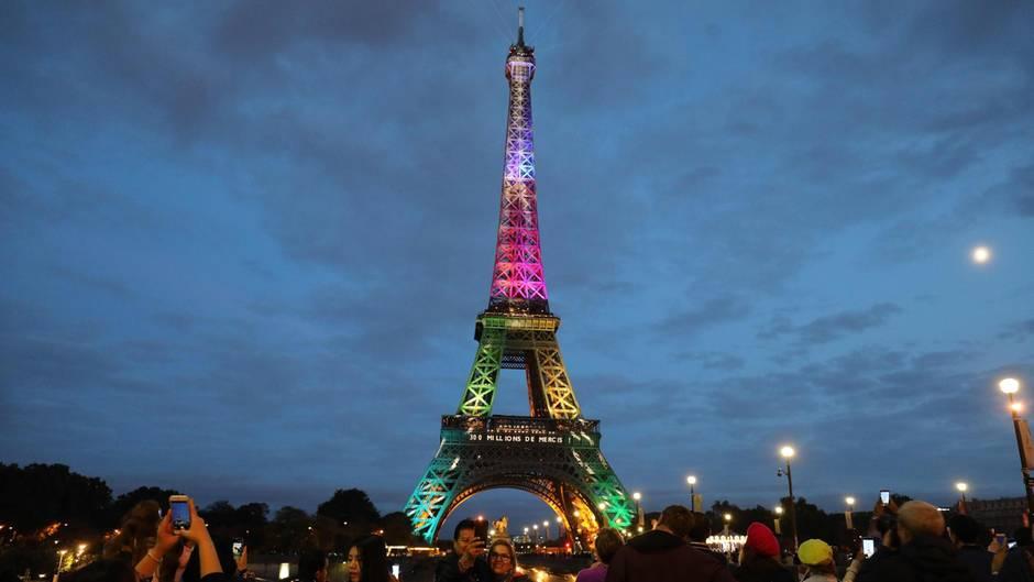 Eiffelturm feiert 300 Millionen Besucher