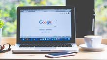 Laptop mit Google Website