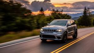 2,5-Tonnen-SUV mit den Fahrleistungen eines Supersportlers: der Jeep Grand Cherokee Trackhawk.