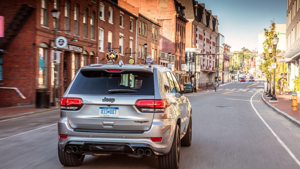 Im Stadtverkehr liegt schon der Normverbrauch des Cherokee Trackhawk bei 21 Liter auf 100 Kilometer.