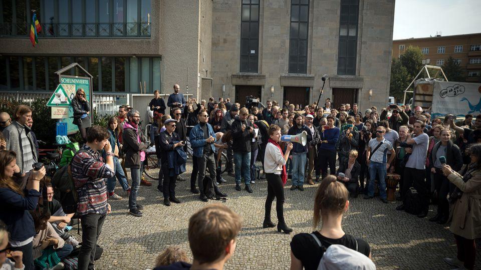 Plenum nach Räumung der Volksbühne
