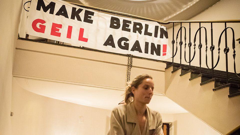 Aktivisten richteten einen Infopoint in der Berliner Volksbühne ein