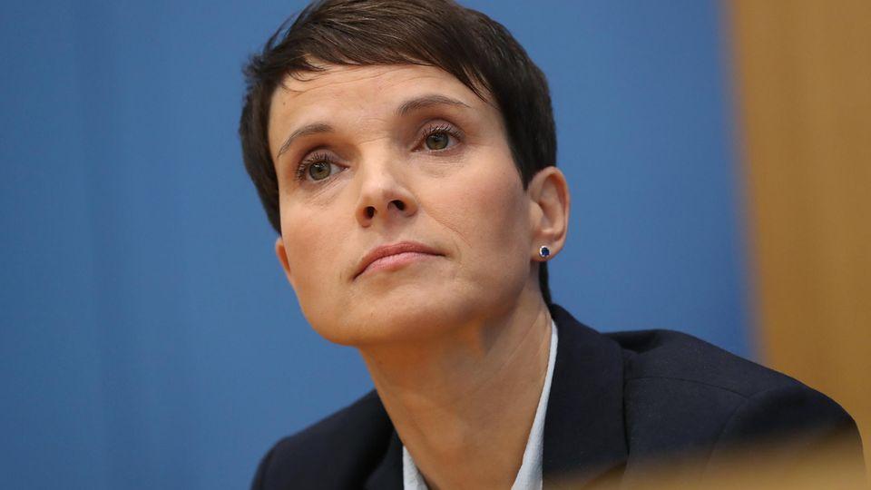 Frauke Petry will weiter politisch aktiv sein