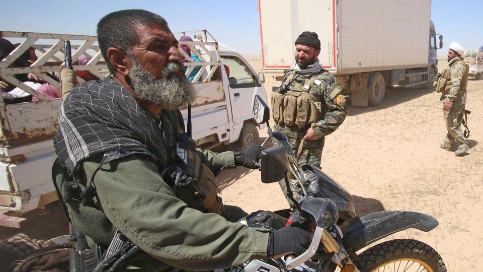 Im April sah man Abu Tahseen beim Kampf um Mossul.