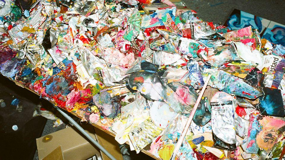 Sind die leeren Farbflaschen in Iskins Atelier auch Kunst?