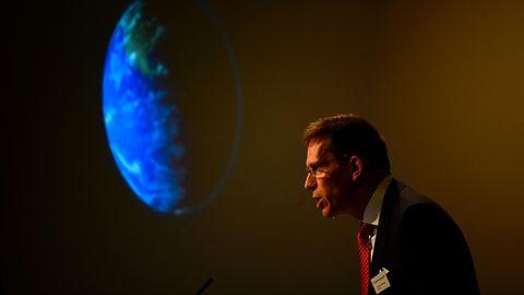 """Thomas Perlmann, Geschäftsführer des """"Nobel Committee for Physiology or Medicine"""", gibt die diesjährigen Gewinner bekannt"""