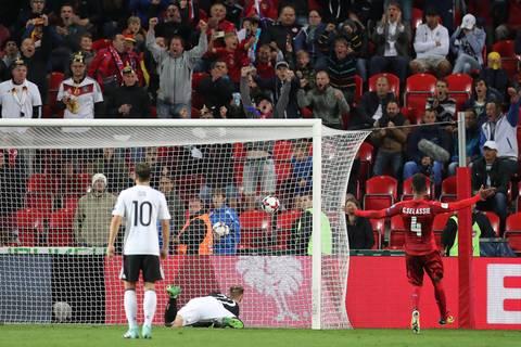 News des Tages: Fifa verhängt Geldstrafe wegen Nazi-Ausfällen deutscher Fans
