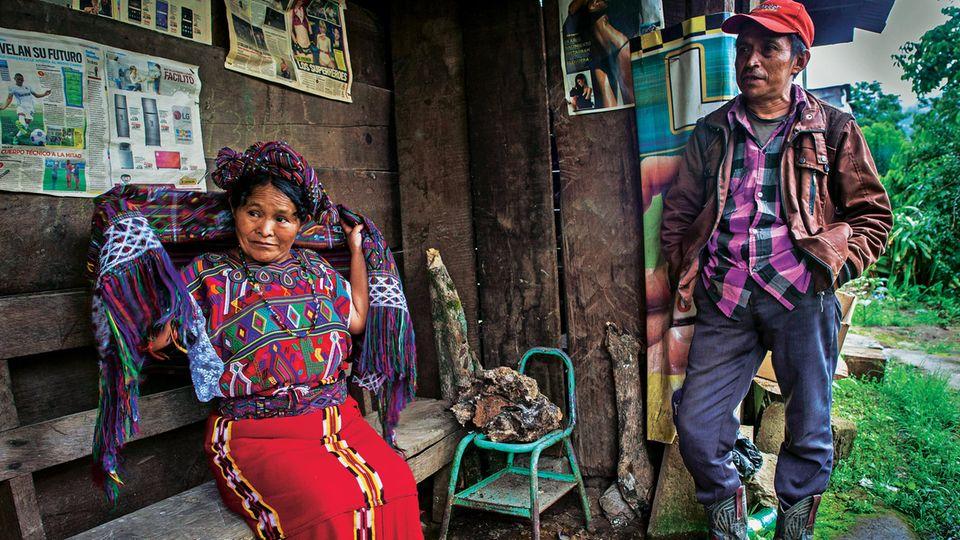 Elena de Paz, 47, wurde als Zwölfjährige vergewaltigt, ihre Eltern wurden getötet. Lorenzo Lopez nahm sie bei sich auf, misshandelte sie aber weiter. Nach Jahren der Scham konfrontiert sie ihn heute mit seinen Taten