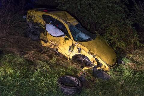 Thüringen: Porsche überschlägt sich auf Autobahn und landet auf Landstraße