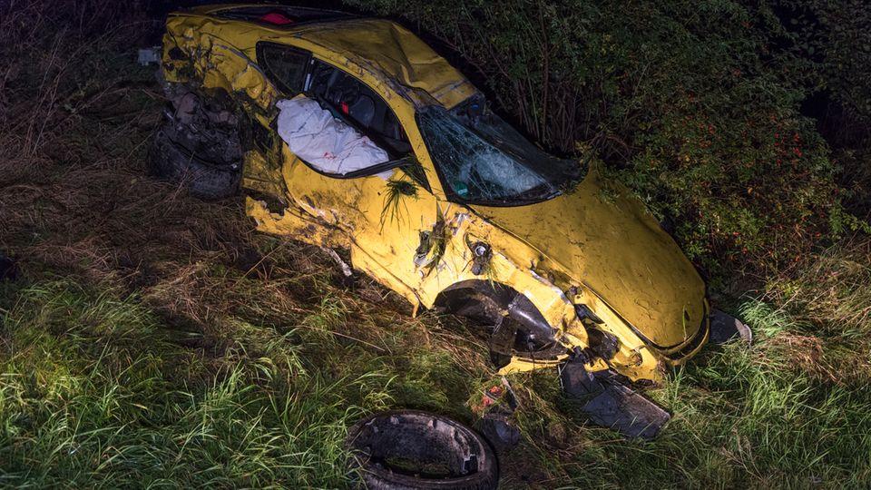 Nach dem Unfall: der zerbeulte Porsche 911 Carrera