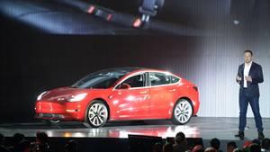 Tesla-Gründer Elon Musk stellt Model 3 vor