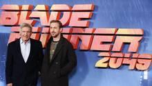 """Harrison Ford (l.) und Ryan Gosling promoten ihren Film """"Blade Runner 2049"""""""