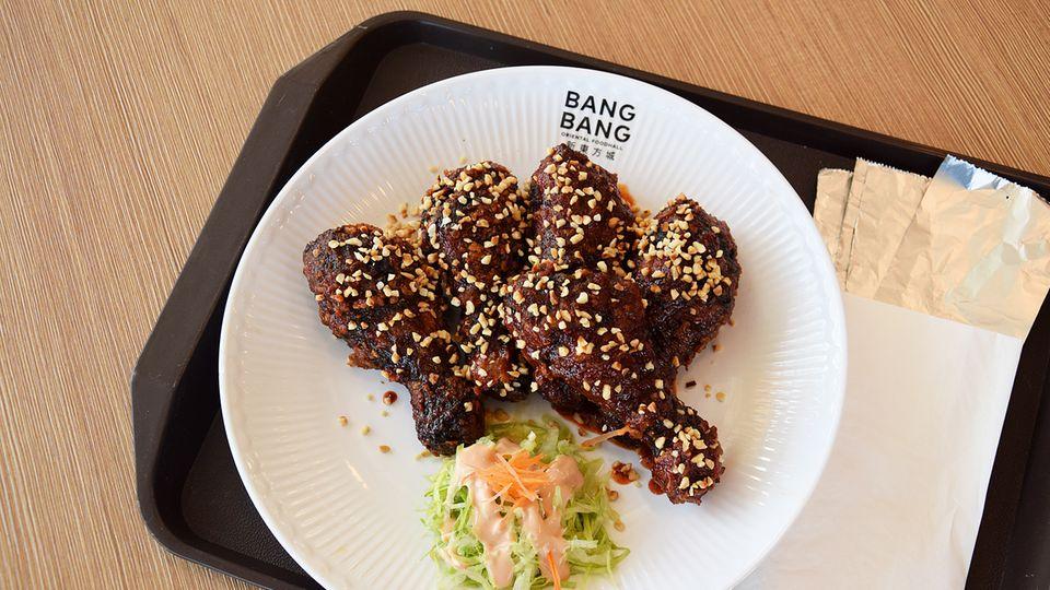 Schön scharf: Die Janchi Korean Kitchen bietet diese Zubereitungsart für Hühnerschenkel, die sich Crispy Korean Fried Chicken nennt.