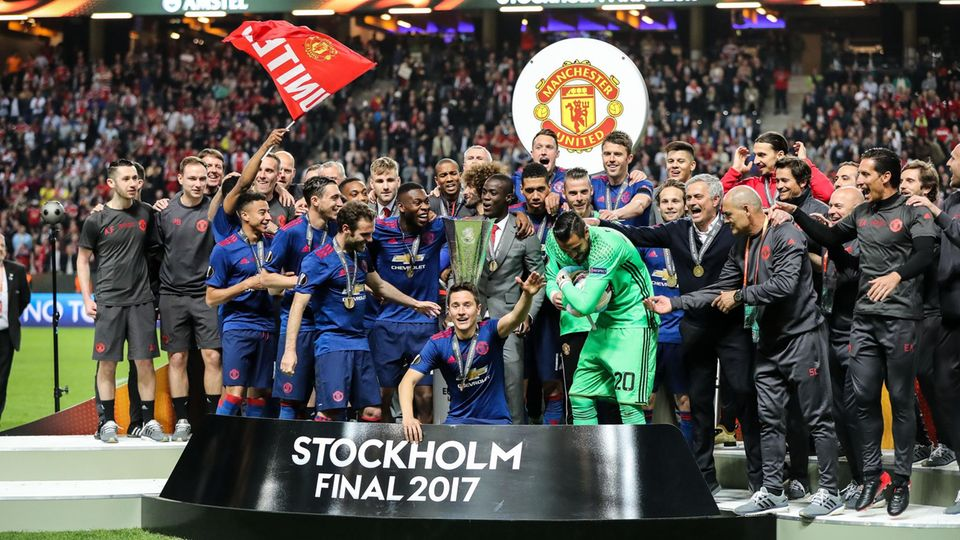 Sky-Übertragung: Spieler von Manchester United feiern den Finalsieg in der Uefa Europa League