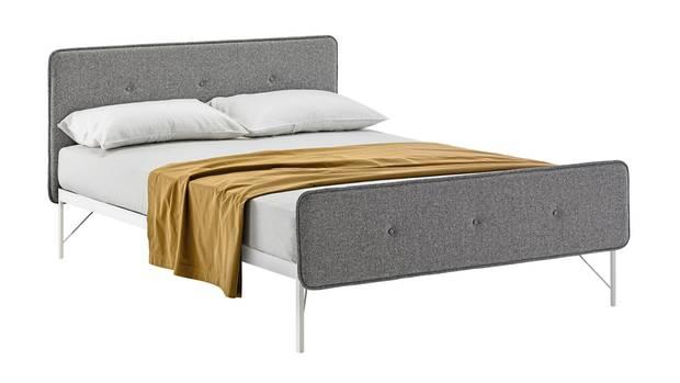"""Doppelbett """"Hotelroyal"""" aus lackiertem Stahl von Zanotta, ab 3336 Euro"""