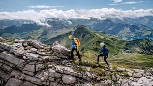 Gute Aussichten: Über den Grat führt der Hindelanger Klettersteig vom Nebelhorn bis zum großen Daumen