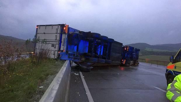 Nachrichten Deutschland - Laster umgekippt