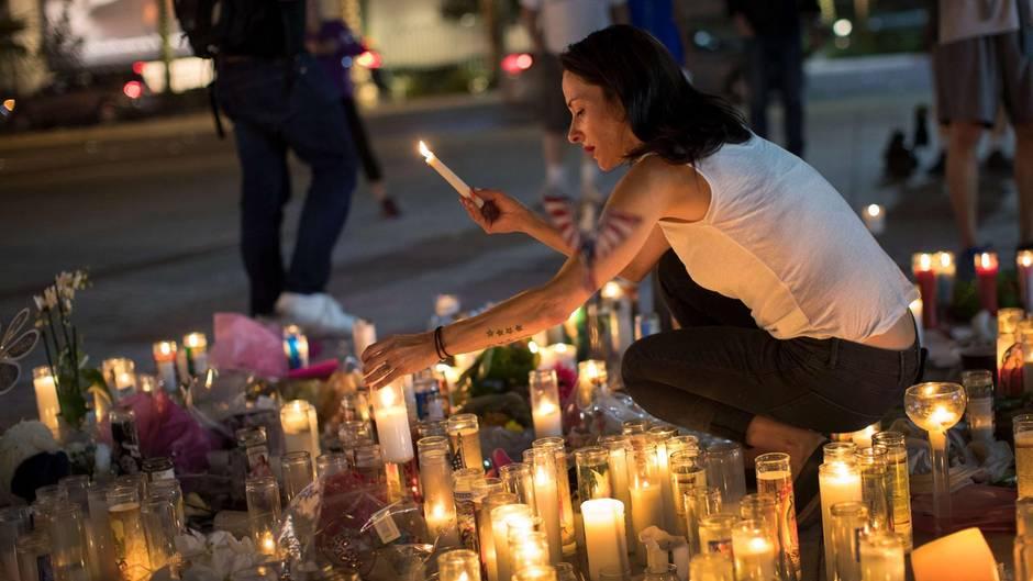 Die Trauer in Las Vegas ist weiter groß - und die Menschen suchen nach Antworten