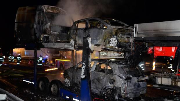 Nachrichten Deutschland - Autotransporter brennt