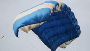 Ein britischer Offizier soll den Fallschirm seiner Frau manipuliert haben - mit dem Ziel sie zu ermorden (Symbolfoto)