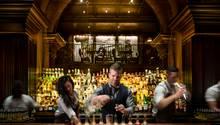 Platz 3: The NoMad, New York  Sie ist zwar eine Hotelbar, trotzdem hat das NoMad einen eigenen Eingang. Seit 2014 werden hier Drinks ausgeschenkt, in kürzester Zeit wurde sie zu den großartigsten Bars der Stadt.  Mehr Infos finden Sie auf der Website.