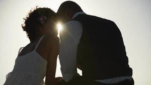 Die Hochzeit ist ein wichtiger Schritt im Leben vieler Paare. Doch kann man sich auf eine lange Beziehung vorbereiten?