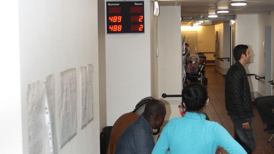 Patienten in der Praxis ohne Grenzen für Menschen ohne Krankenversicherung in Hamburg-Horn