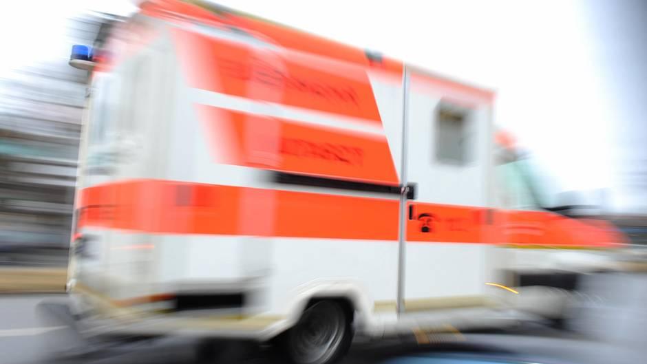Ein Betonmischer hat heute Morgen eine Fahrradfahrerin angefahren und lebensgefährlich verletzt