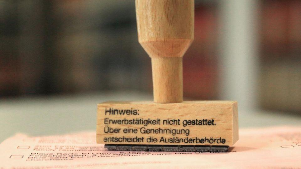 In Berlin entwendeten Einbrecher Stempel und Dokumente der Ausländerbehörde (Symbolbild)