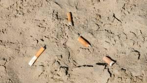 Zigarettenstummel am Strand