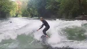 Mick Fanning Australischer Surf-Star rockt Münchner Eisbach