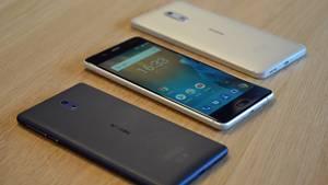 Nokia 5 - das Comeback-Smartphone  Der frühere Handykönig ist zurück. Mit dem Nokia 5 (hier in der Mitte) bringen die Finnen einen tollen Kompromiss aus Design, ordentlicher Technik und einem günstigen Preis. Nur bei der Kamera schwächelte es im Test etwas, für Schnappschüsse reicht es aber allemal. Der Preis ab 160 Euro geht da in Ordnung. Das günstigere Nokia 3 ist übrigens nicht zu empfehlen.