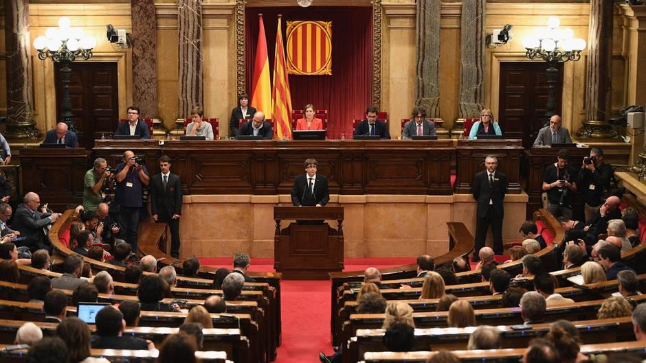Kataloniens Regierungschef setzt Unabhängigkeit aus