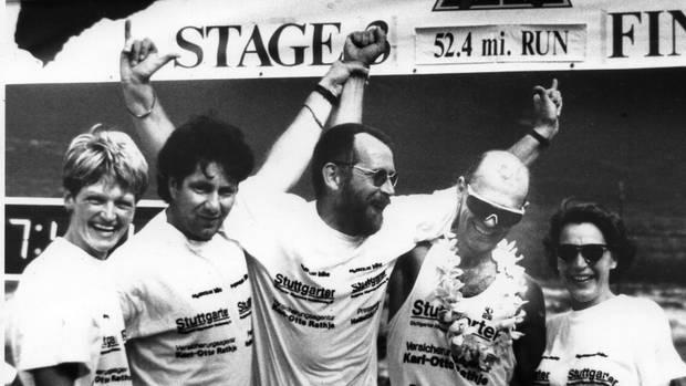 Ultraman und Ironman-Teilnehmer Hans-Jürgen Schley mit seiner Crew