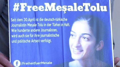 Tränen und ein Luftkuss: Deutsche Mesale Tolu bleibt in türkischer U-Haft