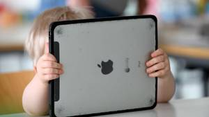 Mutter nimmt Sohn das Tablet weg - Zehnjähriger ruft Polizei