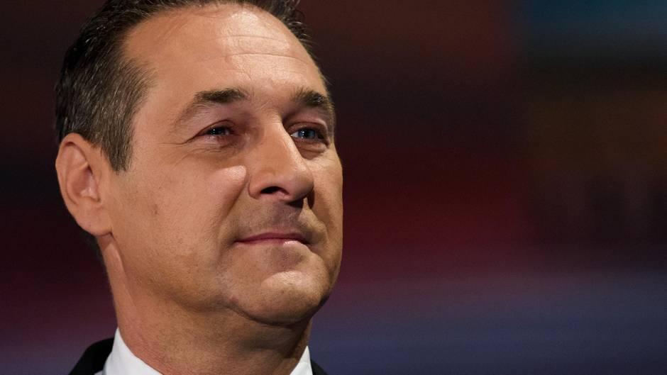Österreich wählt: Die FPÖ von Heinz-Christian Strache lag in den Umfragen über Monate vorn. Dann kam Sebastian Kurz.