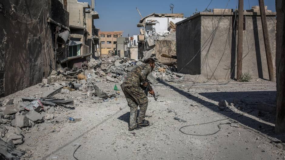 News: IS-Hauptstadt Rakka steht kurz vor der Rückeroberung | STERN.de