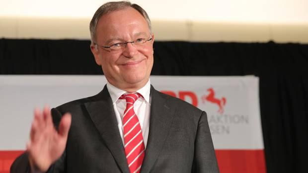 Stephan Weil, Ministerpräsident von Niedersachsen, hat allen Grund zur Freude: Seine SPD hat die Wahl überraschend klar gewonnen