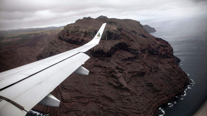 Nach dem 2000 Kilometer langen Flug über das offene Meer kommt St. Helena in Sicht